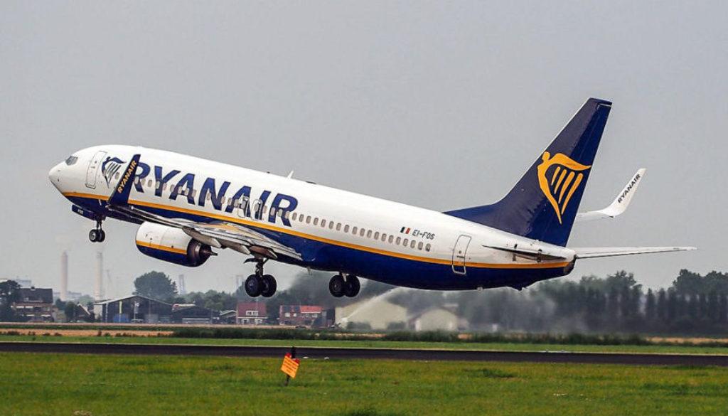 EI-FOS_Ryanair_Boeing_737-8AS(WL)_-_cn_44727_takeoff_from_Schiphol_pic3