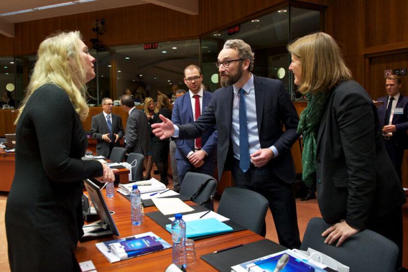 Dansk minister i ny alliance for bedre vilkår til flyansatte