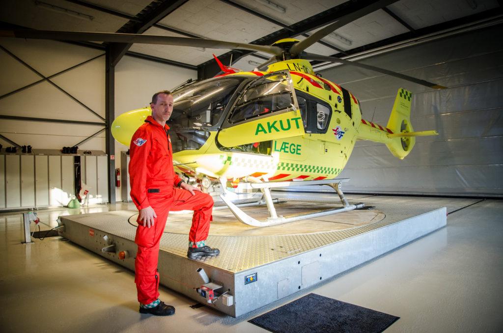 Redderne på lægehelikopteren skal både kunne finde vej, flyve og genoplive