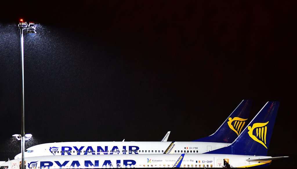 Ryanair 737 night