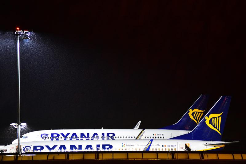 Million-klask til Ryanair efter lukning af base over strid med piloter