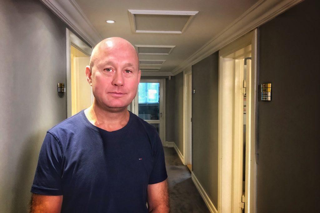 Michael hiver Primera Air i retten for dumping-kontrakter