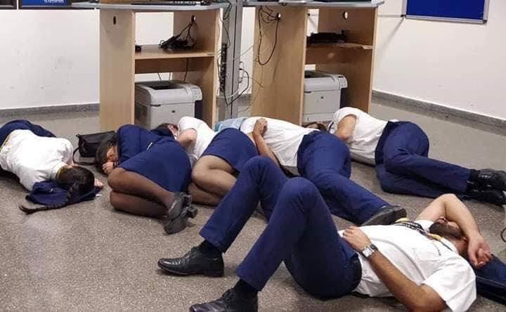 Ryanair hiver ansatte til samtale efter overnatning i lufthavn