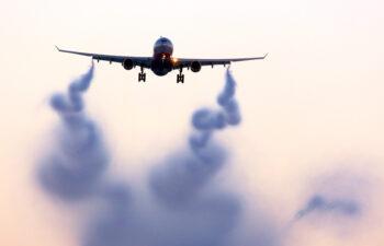 """Klimaforandringer: Luftfartsansatte trues af noget langt mere alvorligt end """"flyskatter"""" og """"flyskam"""""""