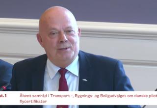 """Se samråd i flyvelæge-sagen: """"Det er under al kritik"""" og """"styrelsen har udført mangelfuldt tilsyn"""""""